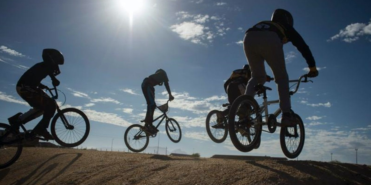 จักรยาน BMX บุกตะลุยด้วยสองล้อ