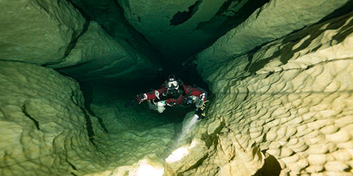 เปิดแฟ้มที่ดำน้ำในถ้ำสุดสะพรึงแต่แฝงด้วยความงาม