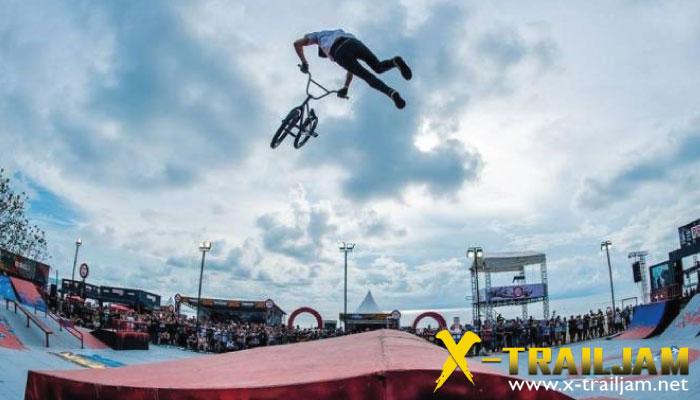 กีฬาผาดโผน BMX STREET